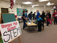 picture of high school students discussing STEM with elementary school students and parents
